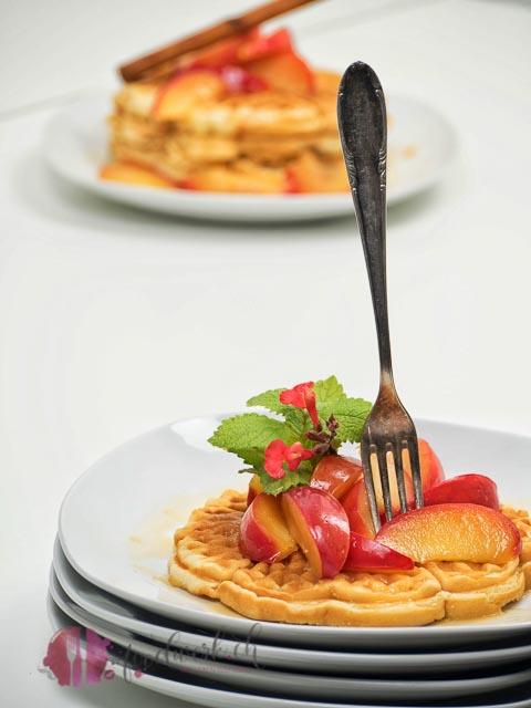 alnatura, #alnaturaentdecker, waffeln, haferdrink, vegan, veganes rezept, kompott, saisonal, Rezept, idee, einfach kochen, einfaches rezept, rezepte, schweizer foodblogs, foodwerk.ch, foodwerk, foodblog, blog, food, kochen, backen, cook, bake, swiss, swiss foodblog, foodblogger, foodie, instafood, foodblogs, familyblog