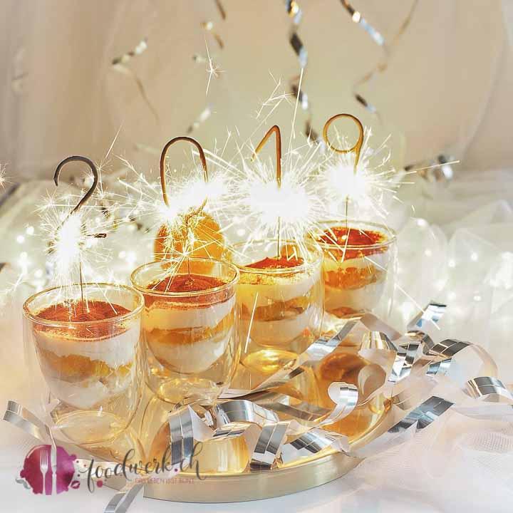 Baileys Triffle im Glas mit Orangen und Löffelbiskuits