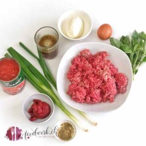 Zutaten für Hackfleisch Polpette oder auch Meat Balls genannt in würziger Tomatensauce